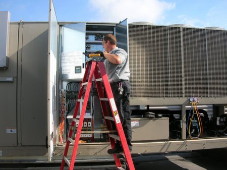 Birmingham MI's Preferred Commercial Air Conditioning Installation Contractors - Stuart Mechanical - Action_Pictures_010